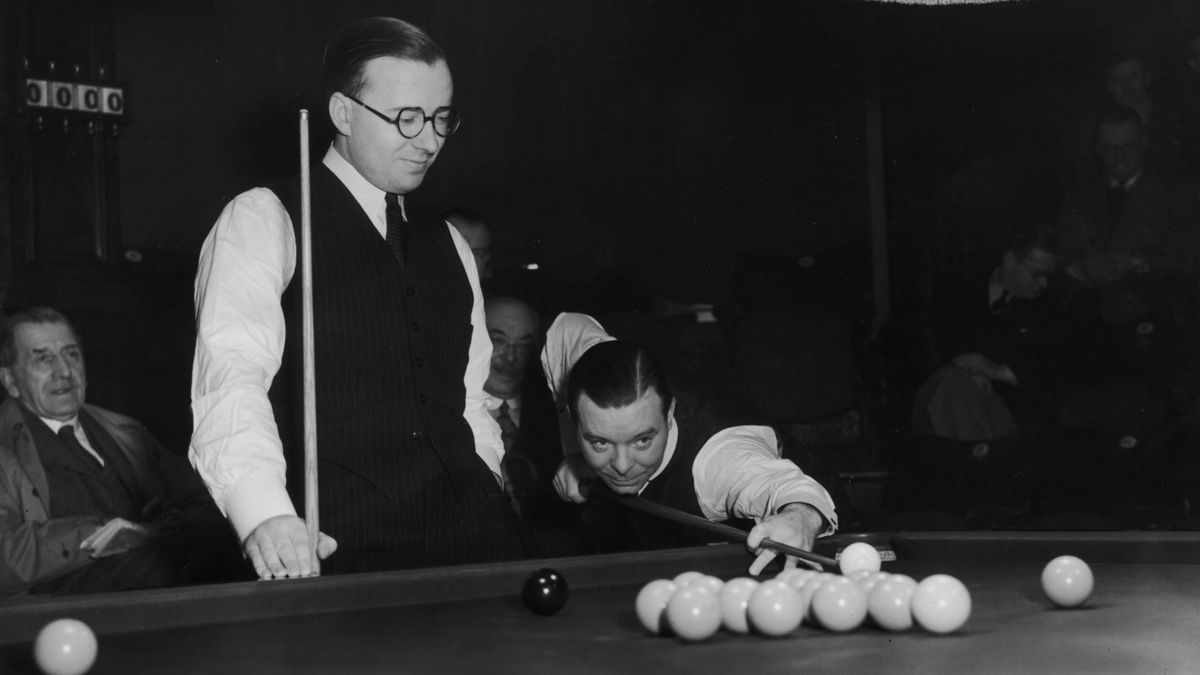 Fred Davis watches brother Joe Davis during the 1939 World Snooker Championship semi-finals at Thornton's in Leicester Square, London.