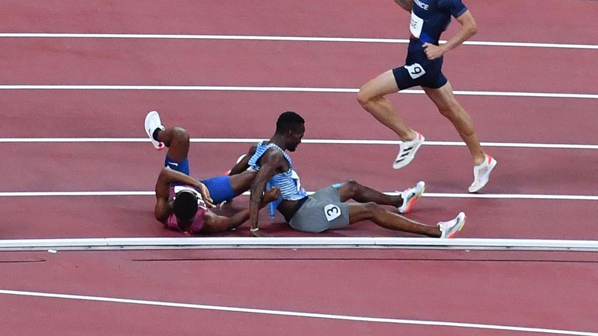 USA's Isaiah Jewett (L) and Botswana's Nijel Amos react after falling on the track while competing in the men's 800m semi-finals during the Tokyo 2020 Olympic Games at the Olympic Stadium in Tokyo on August 1, 2021. (Photo by Antonin THUILLIER / AFP) (
