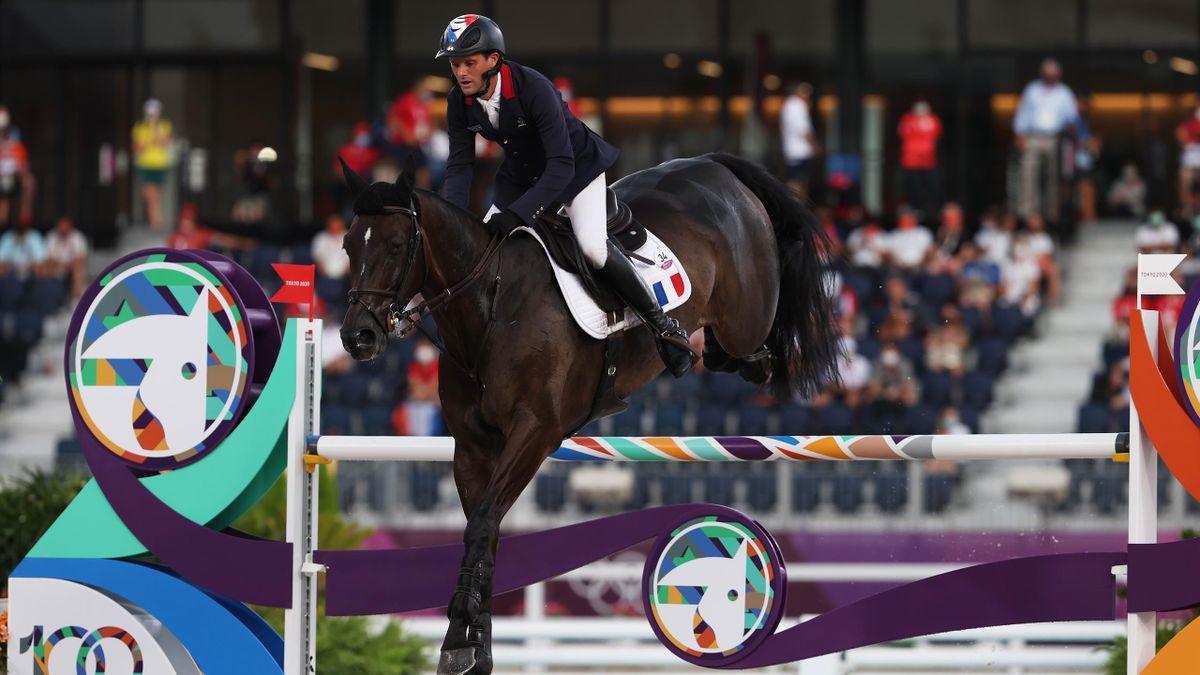 Nicolas Touzaint sur Absolut Gold durant le concours complet par équipes d'équitation des JO de Tokyo, le 2 août 2021