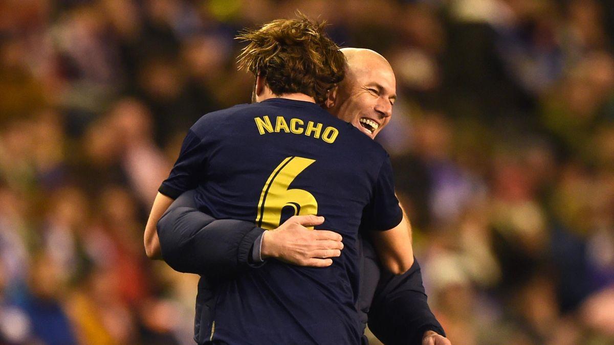 Nacho (Real Madrid), dans les bras de Zidane après son but à Valladolid