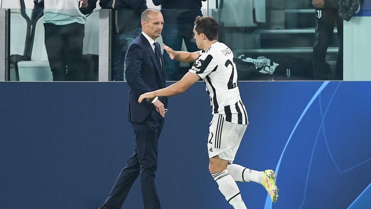 Massimiliano Allegri scambia il cinque insieme a Federico Chiesa, Juventus-Chelsea, Getty Images