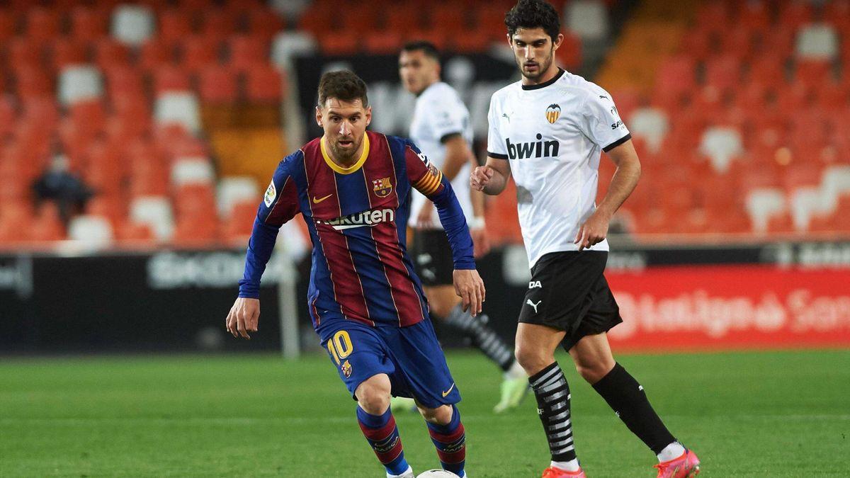 Barças Lionel Messi (vorne) im Spiel beim FC Valencia
