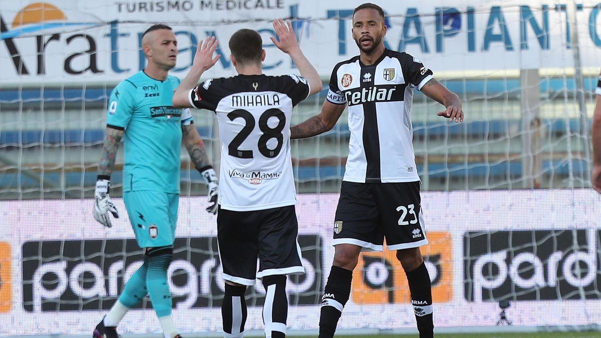 Mihajla esulta insieme a Hernani, Parma-Crotone, Serie A 2020-21, Getty Images