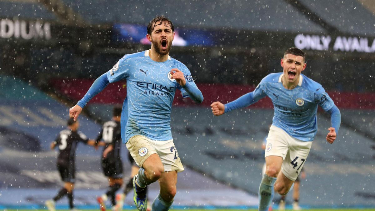 Stunning Bernardo Silva Strike Keeps Man City Run Going As Smith Sees Red Amidst Var Controversy Eurosport