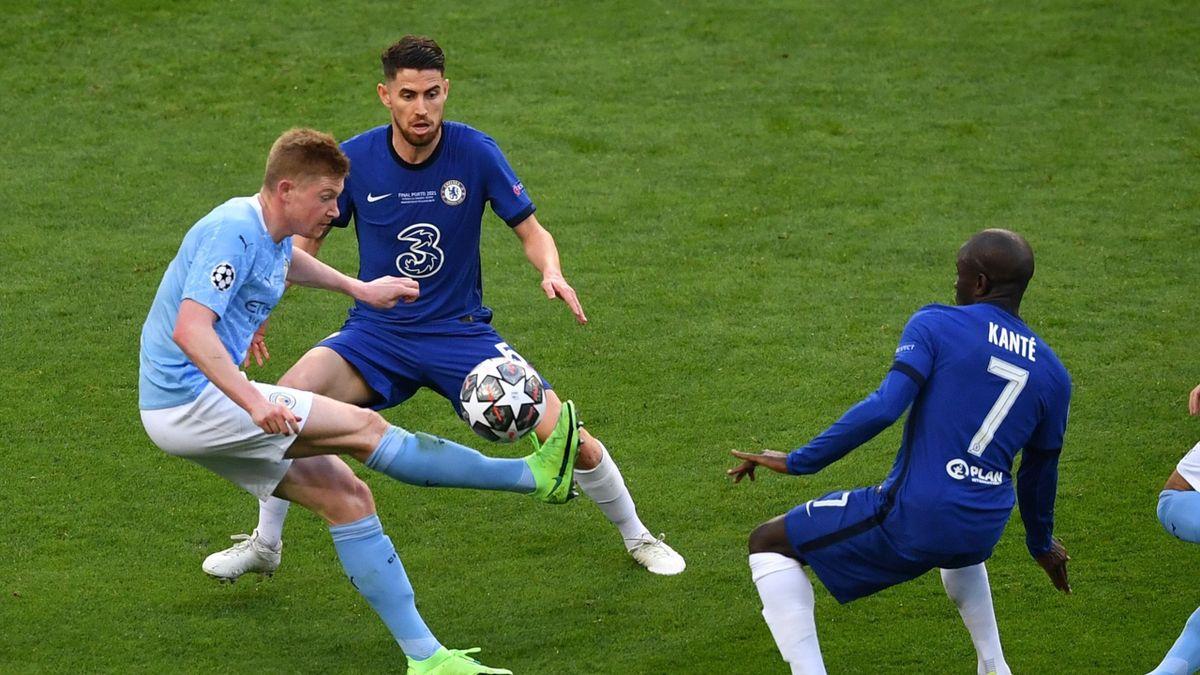 Kevin De Bruyne contro Kante e Jorginho