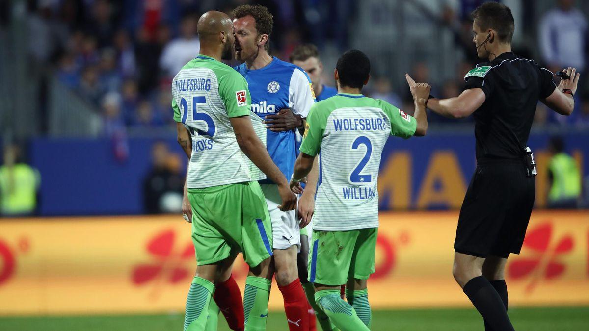 Kiel gegen Wolfsburg - Peitz gegen Brooks