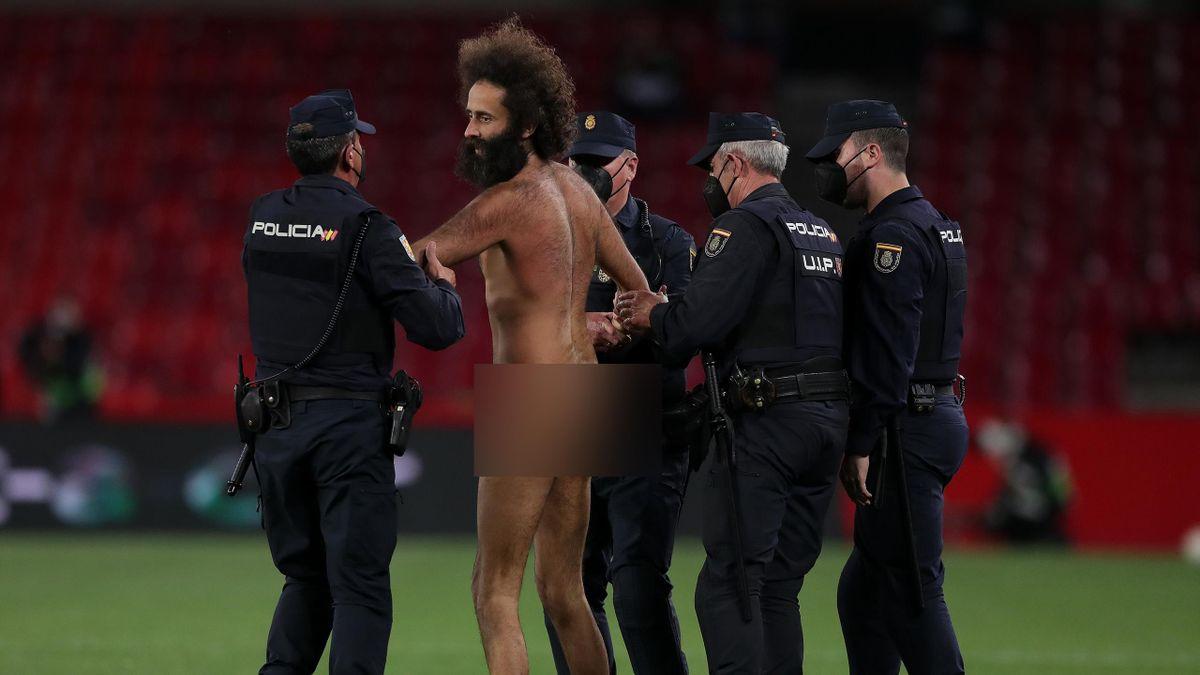 Фанат на матче «Гранада» – «МЮ»