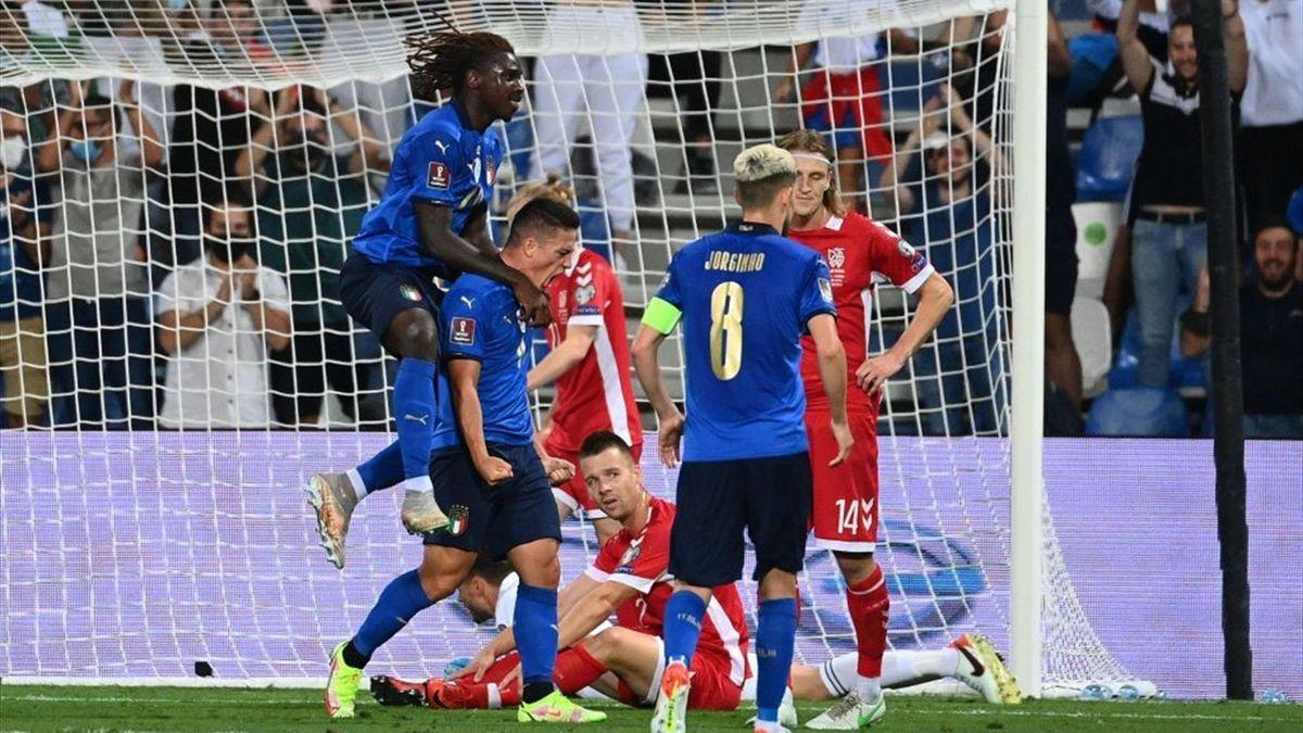 Raspadori e Moise Kean esultano durante Italia-Lituania - Qualificazioni Mondiali 2022 Qatar