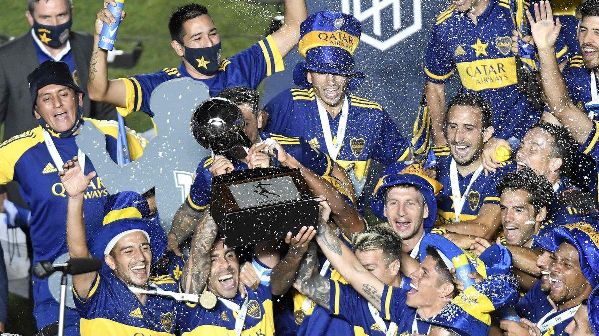 Carlos Tevez esulta con la maglia del Boca Juniors