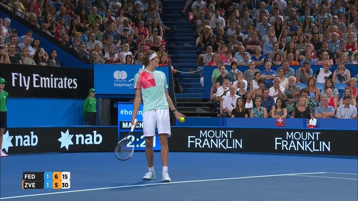 Hopman Cup : Zverev chatting with public