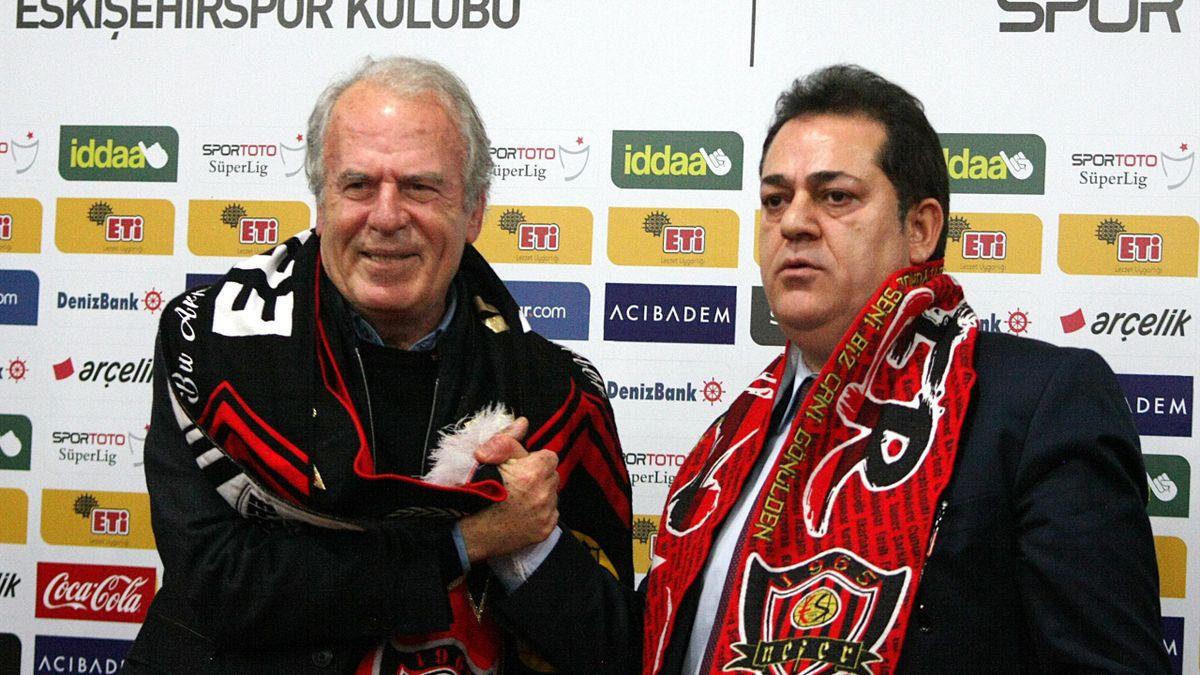 Mustafa Denizli Eskişehirspor'la sözleşme imzaladı