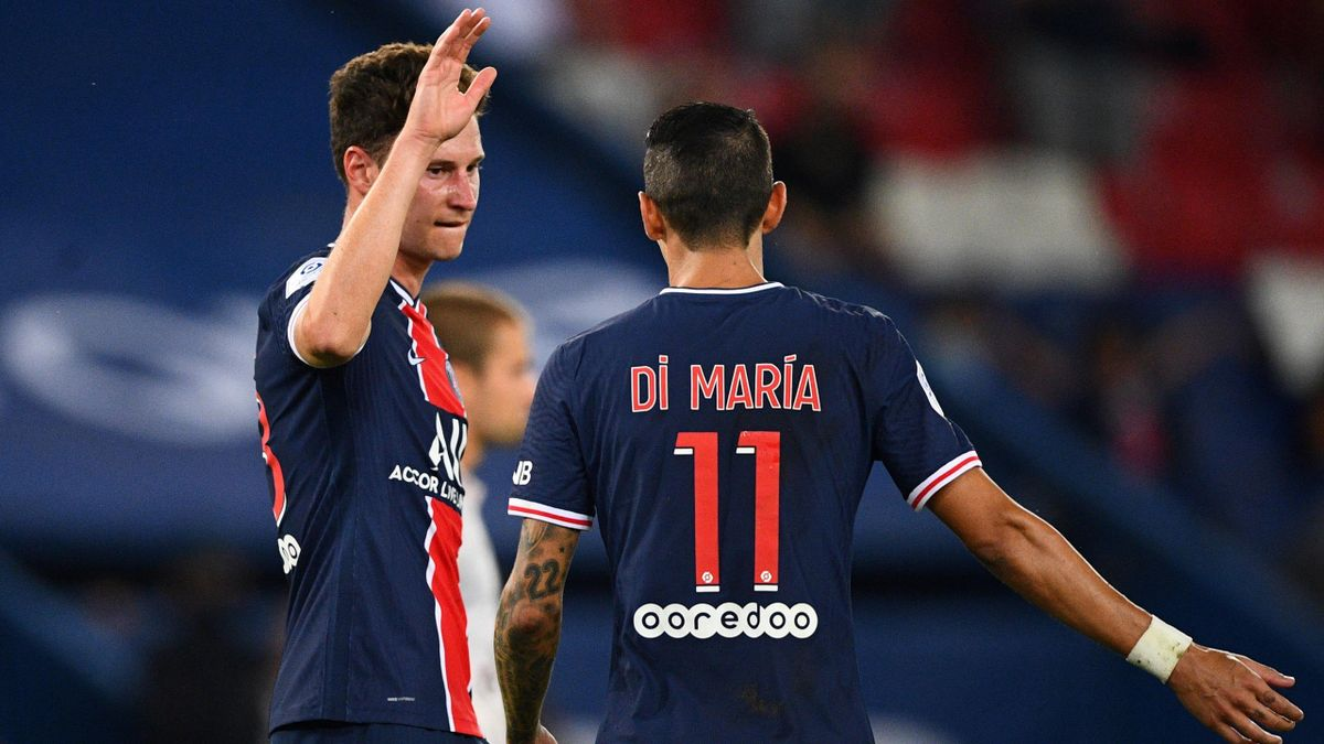 Paris Saint-Germain's German midfielder Julian Draxler celebrates with Paris Saint-Germain's Argentine midfielder Angel Di Maria after scoring a goal during the French Ligue 1 football match between Paris Saint-Germain (PSG) and Metz, at the Parc des Prin