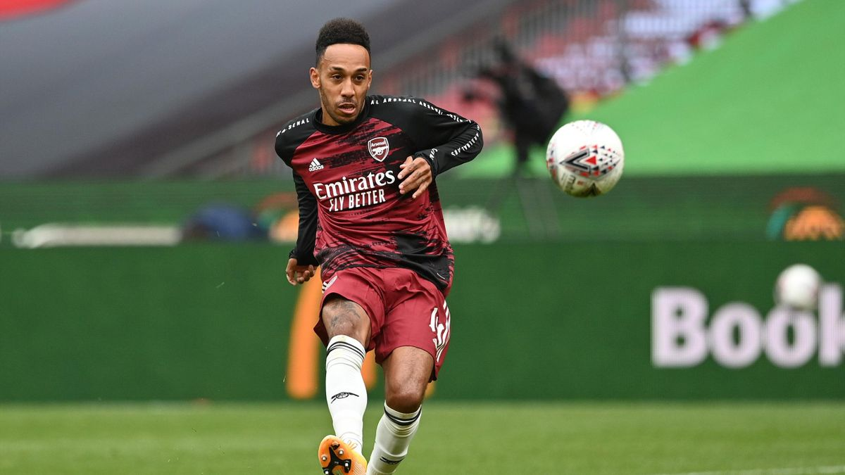 Pierre-Emerick Aubameyang of Arsenal warms up prior to the FA Community Shield final between Arsenal and Liverpool at Wembley Stadium on August 29, 2020 in London, England