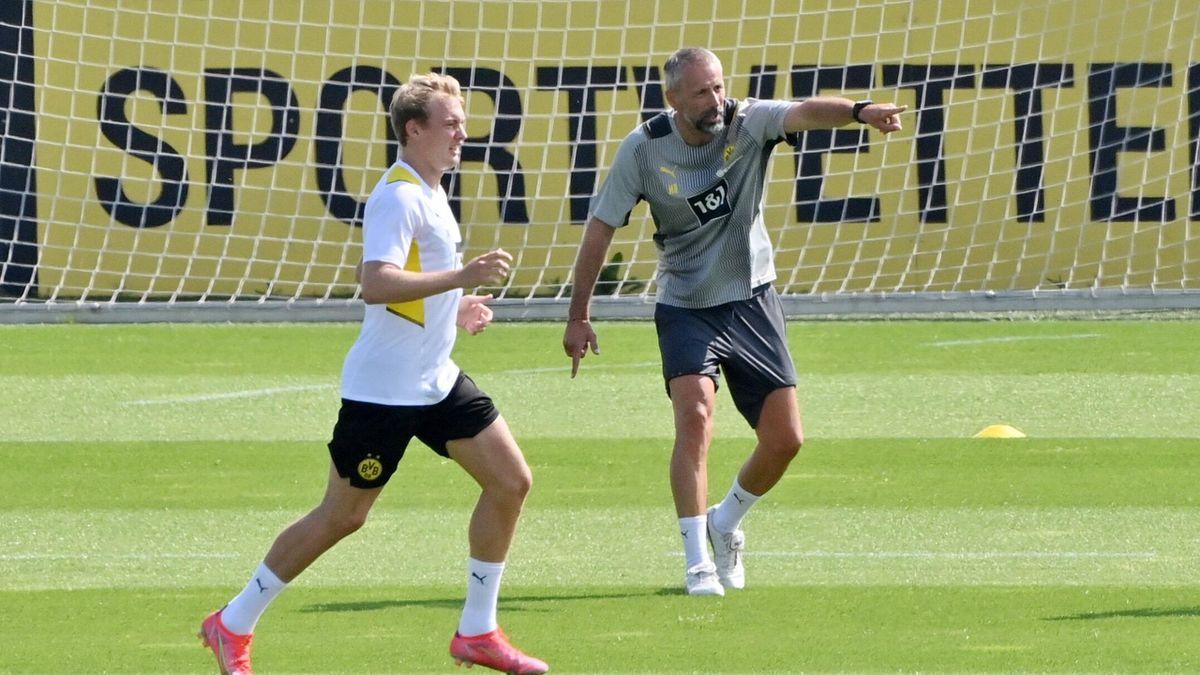 Julian Brandt (links) und Trainer Marco Rose in der Saisonvorbereitung beim BVB