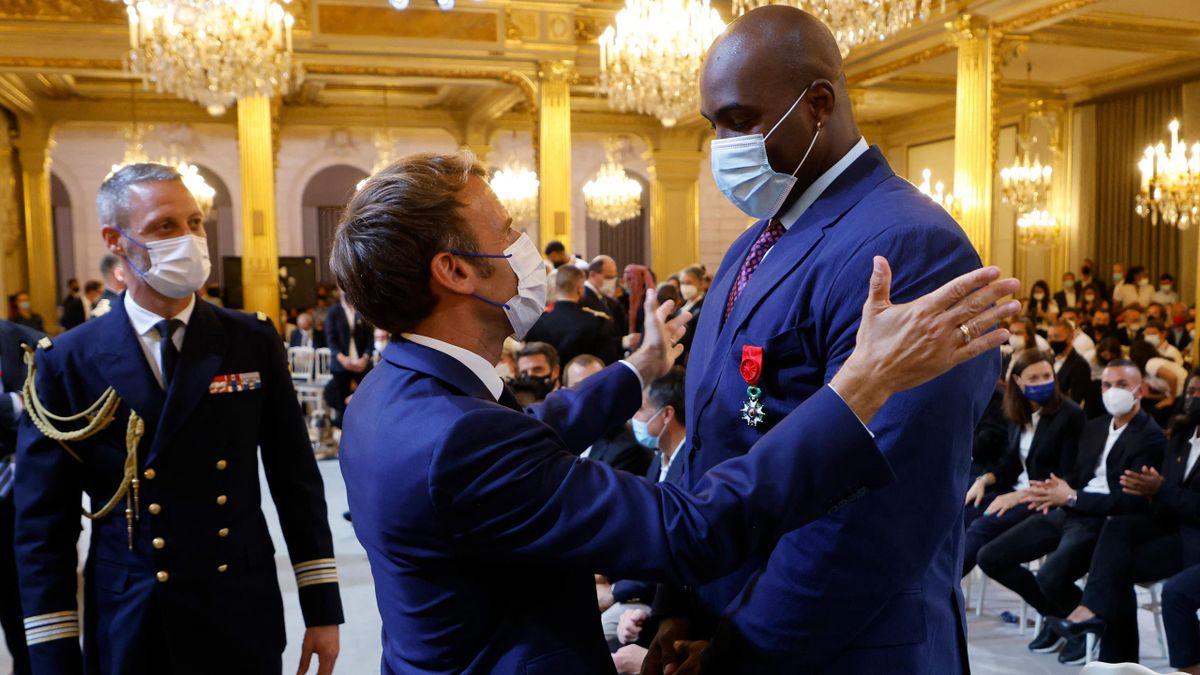 Emmanuel Macron aux côtés de Teddy Riner à l'Elysée.