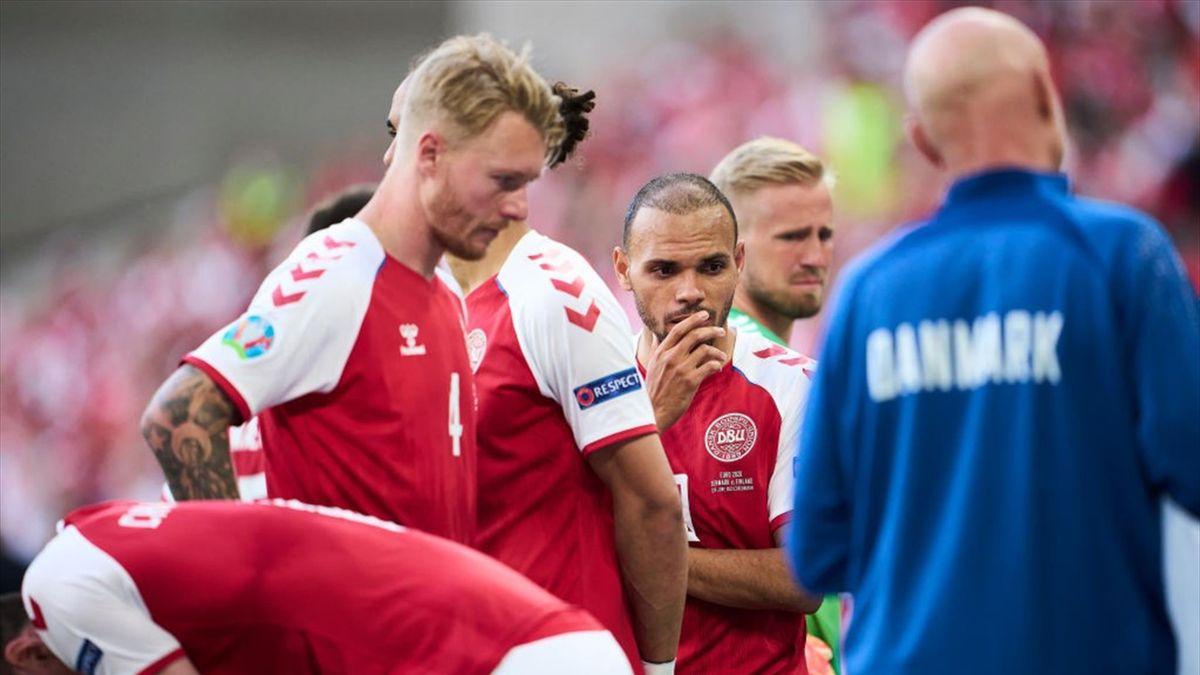 Simon Kjaer durante i momenti drammatici del malore di Eriksen in Danimarca-Finlandia Euro 2020