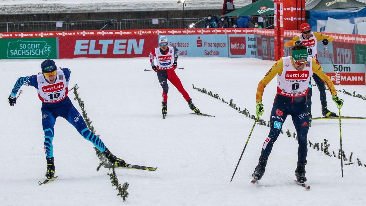 Ilkka Herola (links) und Fabian Rießle beim Weltcup in Klingenthal