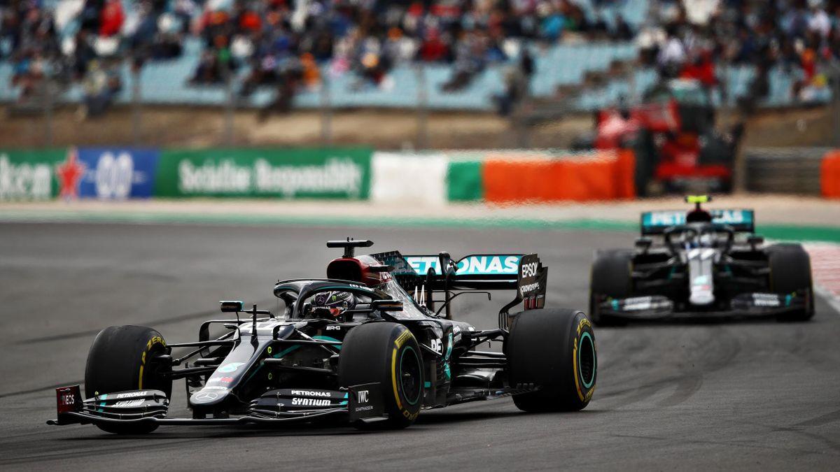 Lewis Hamilton vor Mercedes-Teamkollege Valtteri Bottas in Portimão