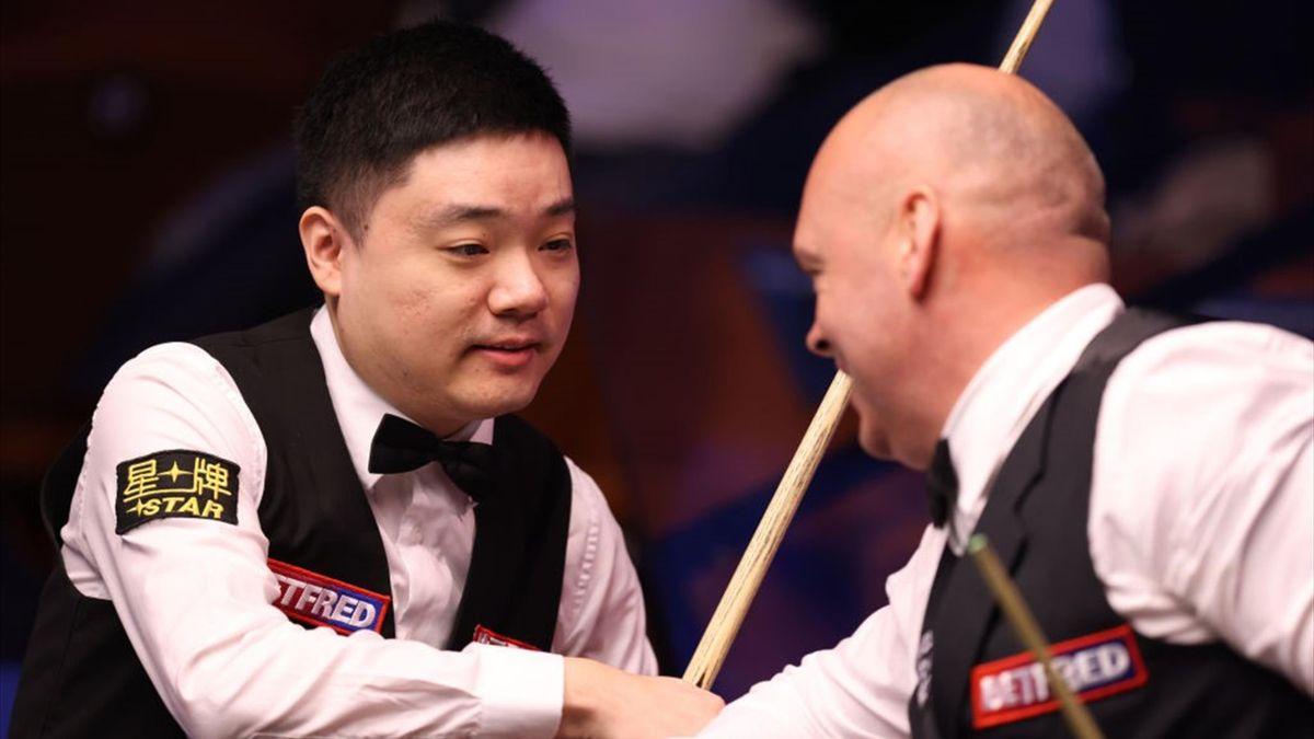 Ding Junhui (l.) und Stuart Bingham