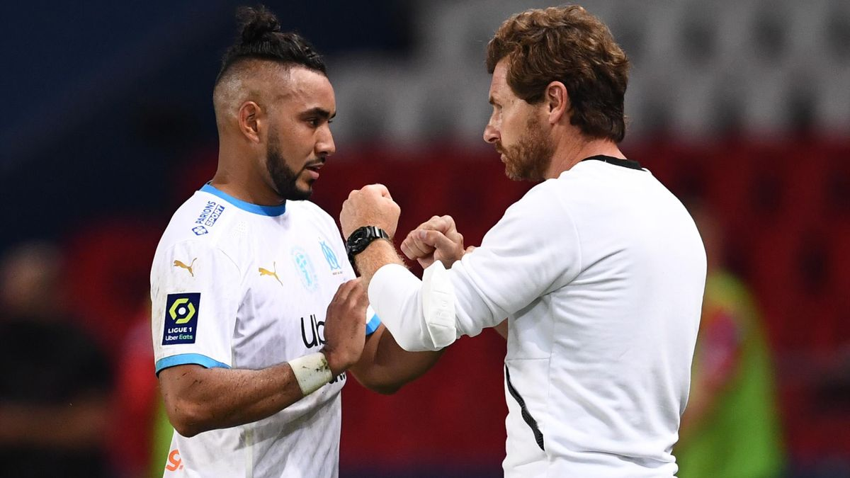Dimitri Payet (L) taps hands with Marseille's Portuguese head coach Andre Villas-Boas as he is replaced