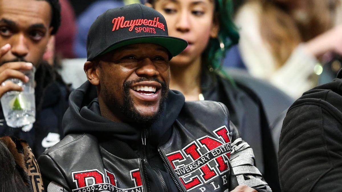 Floyd Mayweather lors d'un matc de NBA opposant les Hawks d'Atlanta aux Bucks Milwaukee, le 27 décembre 2019
