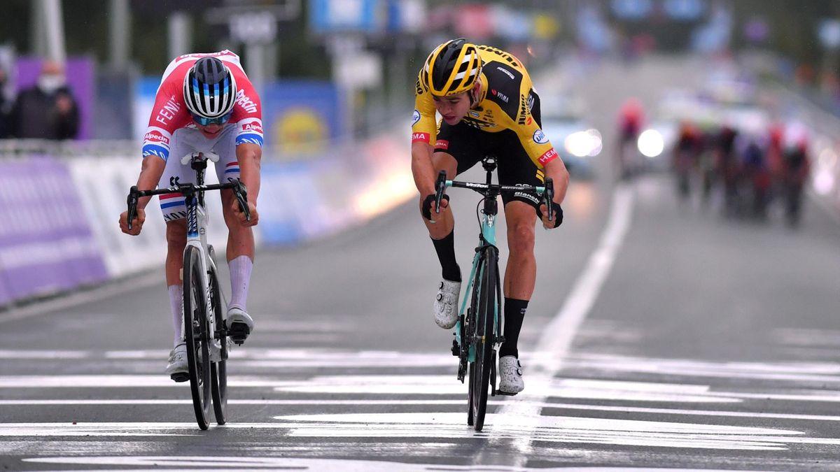 Mathieu van der Poel l-a învins la sprint pe  Wout Van Aert în Turul Flandrei 2020