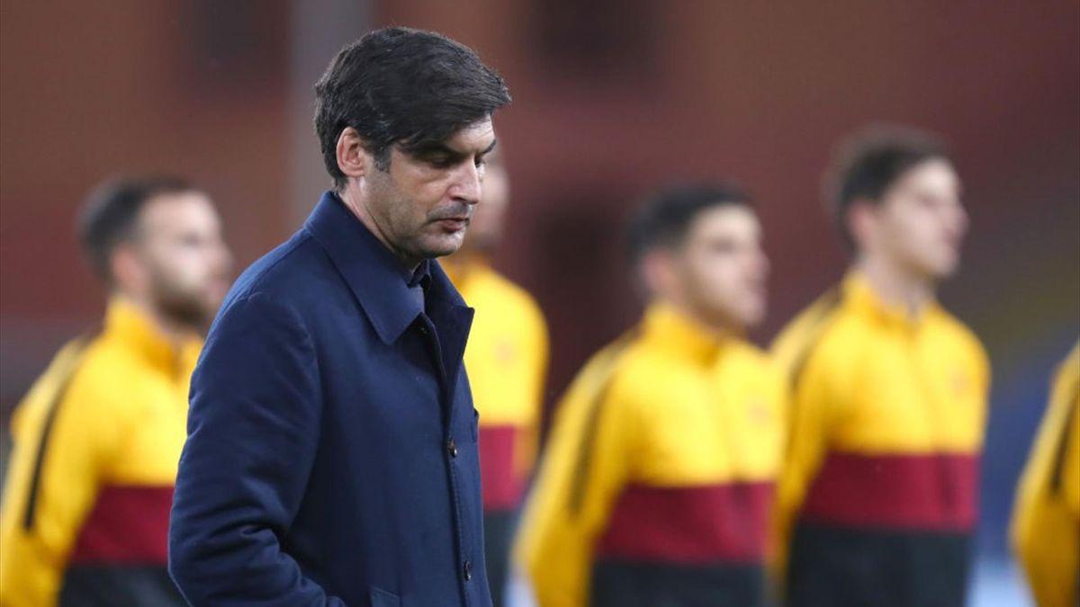Paulo Fonseca a testa bassa dopo la sconfitta in Sampdoria-Roma Serie A 2020-21