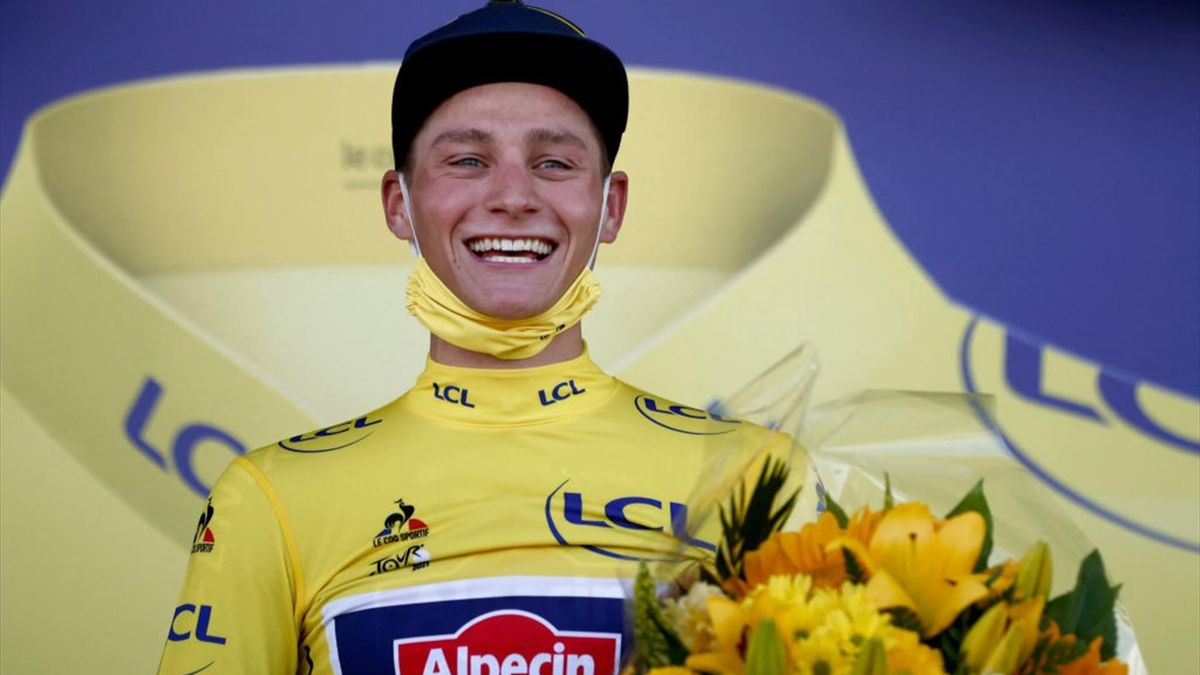Mathieu van der Poel sul podio dopo la tappa del Mûr de Bretagne - Tour de France 2021, stage 2