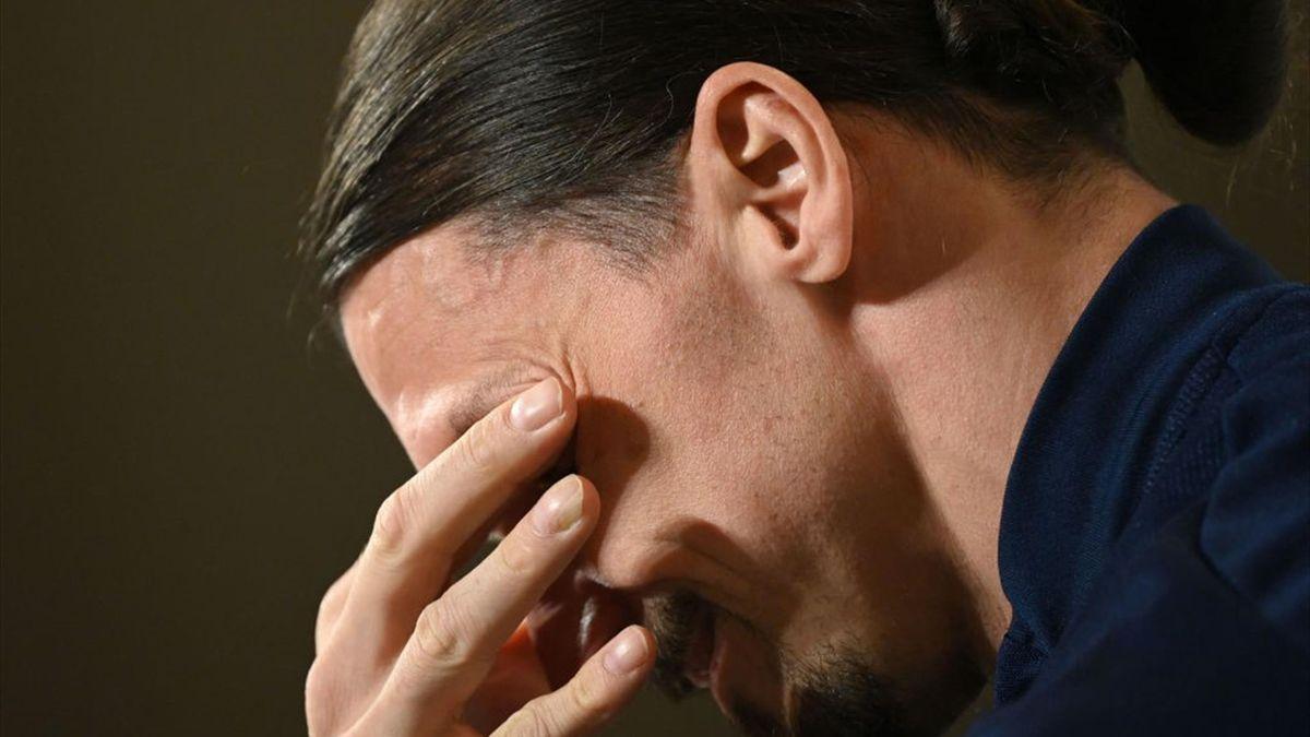 Zlatan Ibrahimovic in lacrime durante la conferenza stampa per il suo ritorno in Nazionale con la Svezia - Qualificazioni Mondiali 2022 - Getty Images