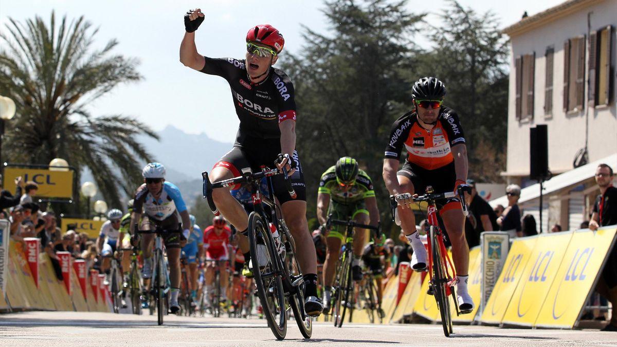 Sam Bennett remporte la 1re étape du Criterium International