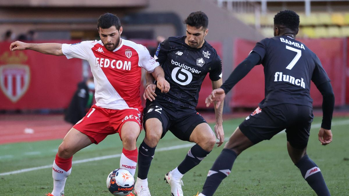 Monaco's German forward Kevin Volland (L) fights for the ball with Lille's Turkish defender Zeki Celik (C) and Lille's French forward Jonathan Bamba during the French L1 match between AS Monaco and Lille