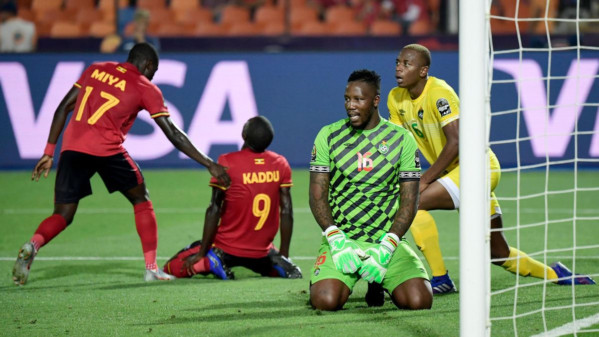 Zimbabwe's goalkeeper George Chigova (2nd-R) reacts next to Uganda's forward Patrick Kaddu (2nd-L) after winning a one on one during the 2019 Africa Cup of Nations (CAN) football match between Uganda and Zimbabwe at the Cairo International Stadium on June
