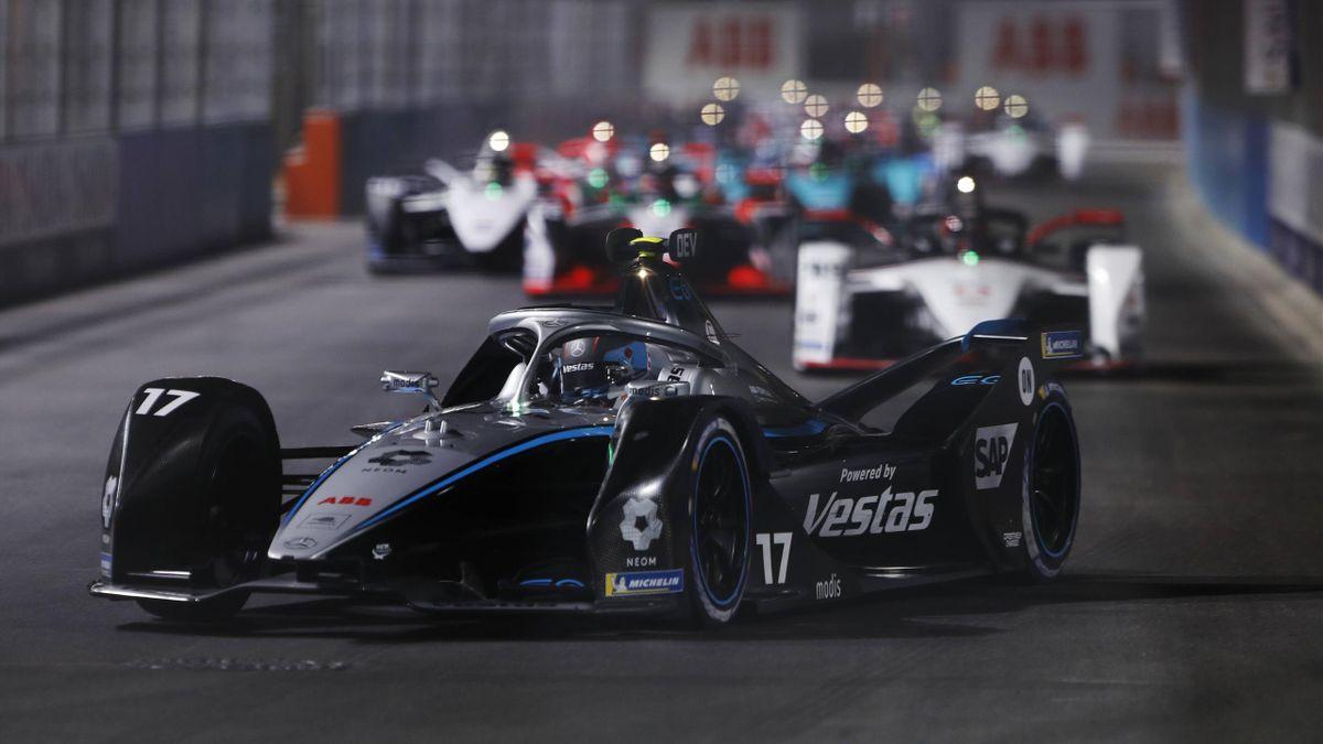 Nyck de Vries (Mercedes) feierte beim Saisonauftakt in Saudi-Arabien einen Start-Ziel-Sieg