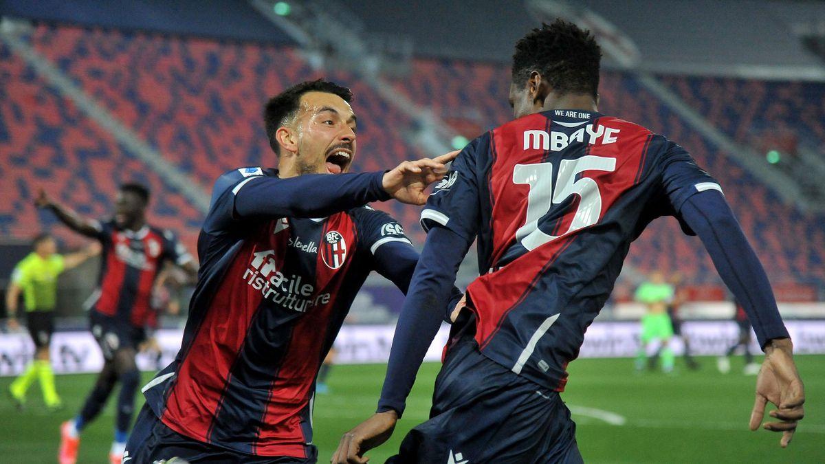 Nicola Sansone esulta insieme a Mbaye, Bologna-Lazio, Getty Images