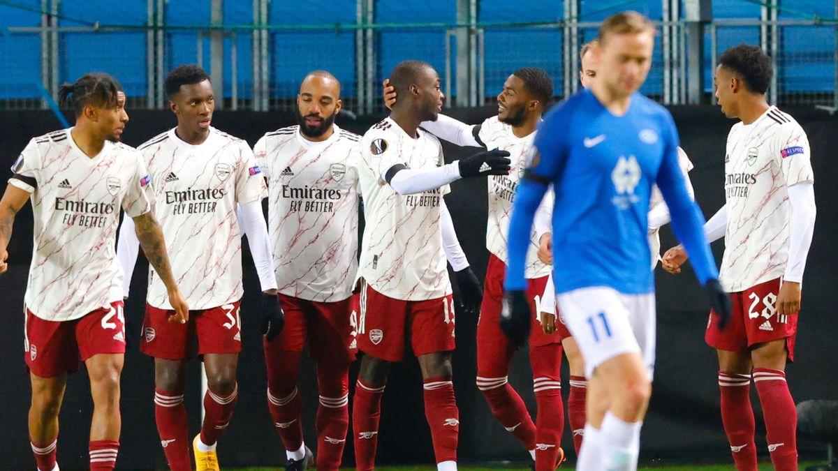 Arsenal's French-born Ivorian midfielder Nicolas Pepe (4th L) celebrates