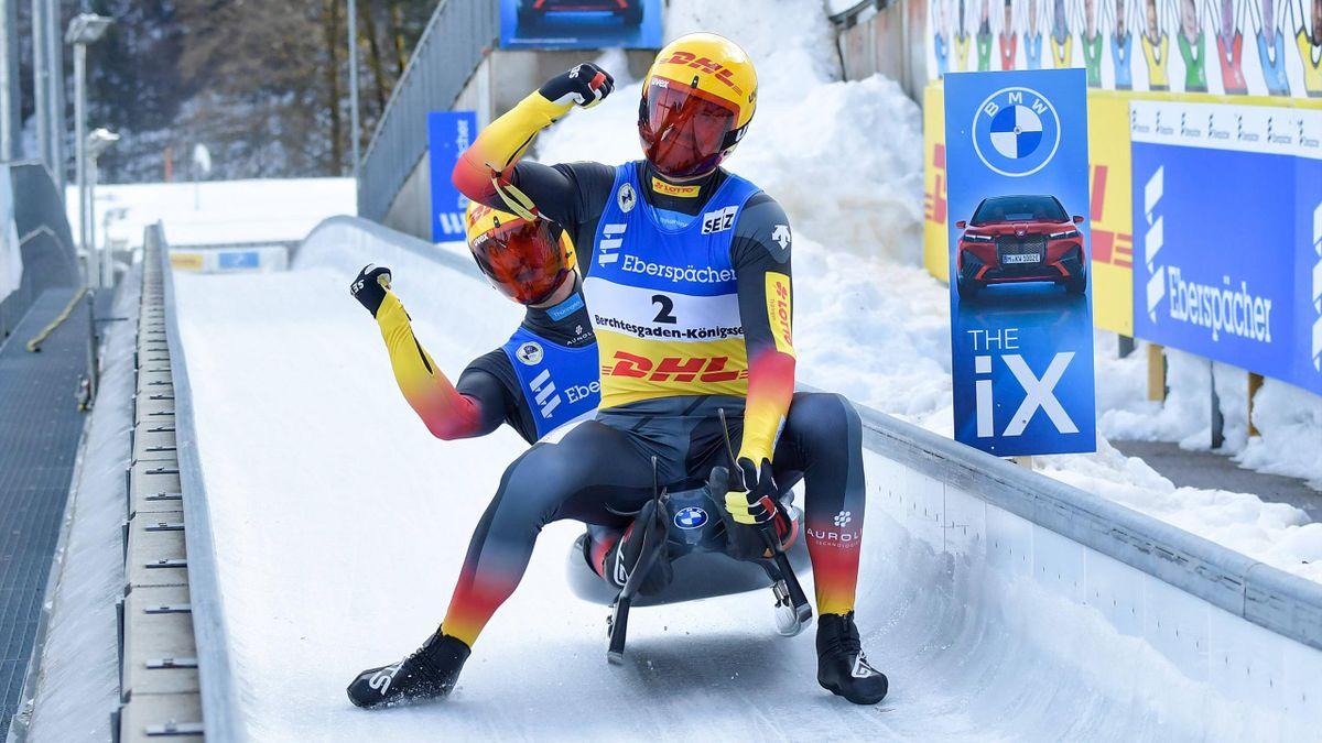 Toni Eggert und Sascha Benecken jubeln im Zieleinlauf