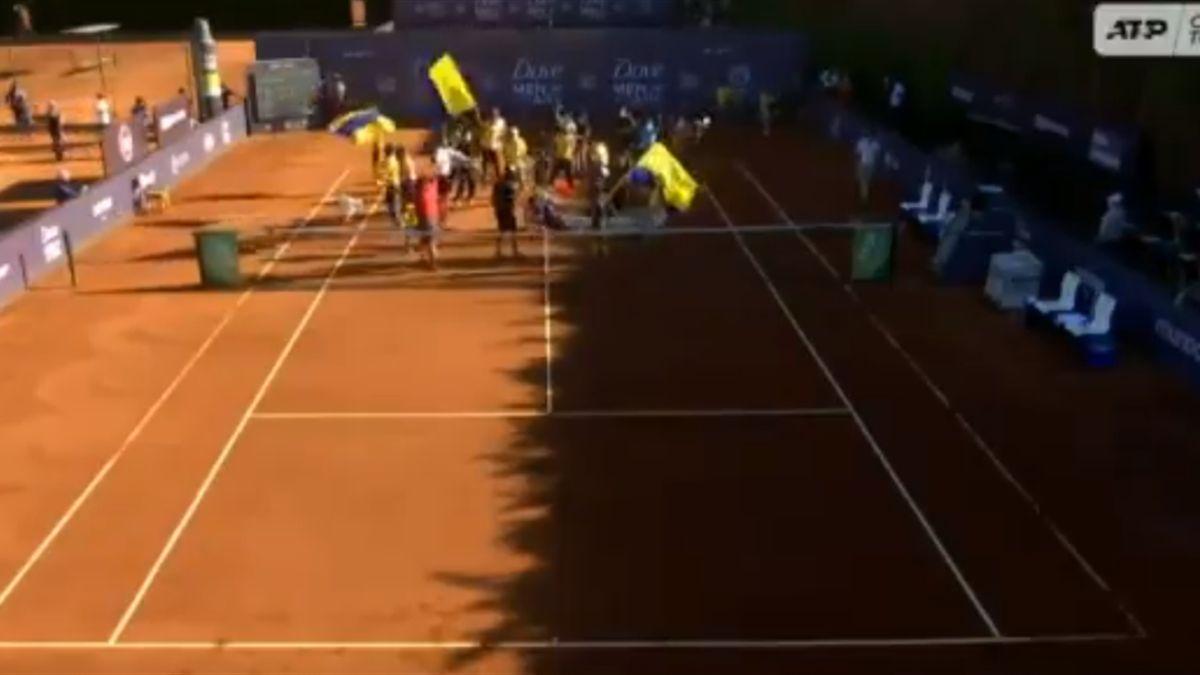 Акция на теннисном матче