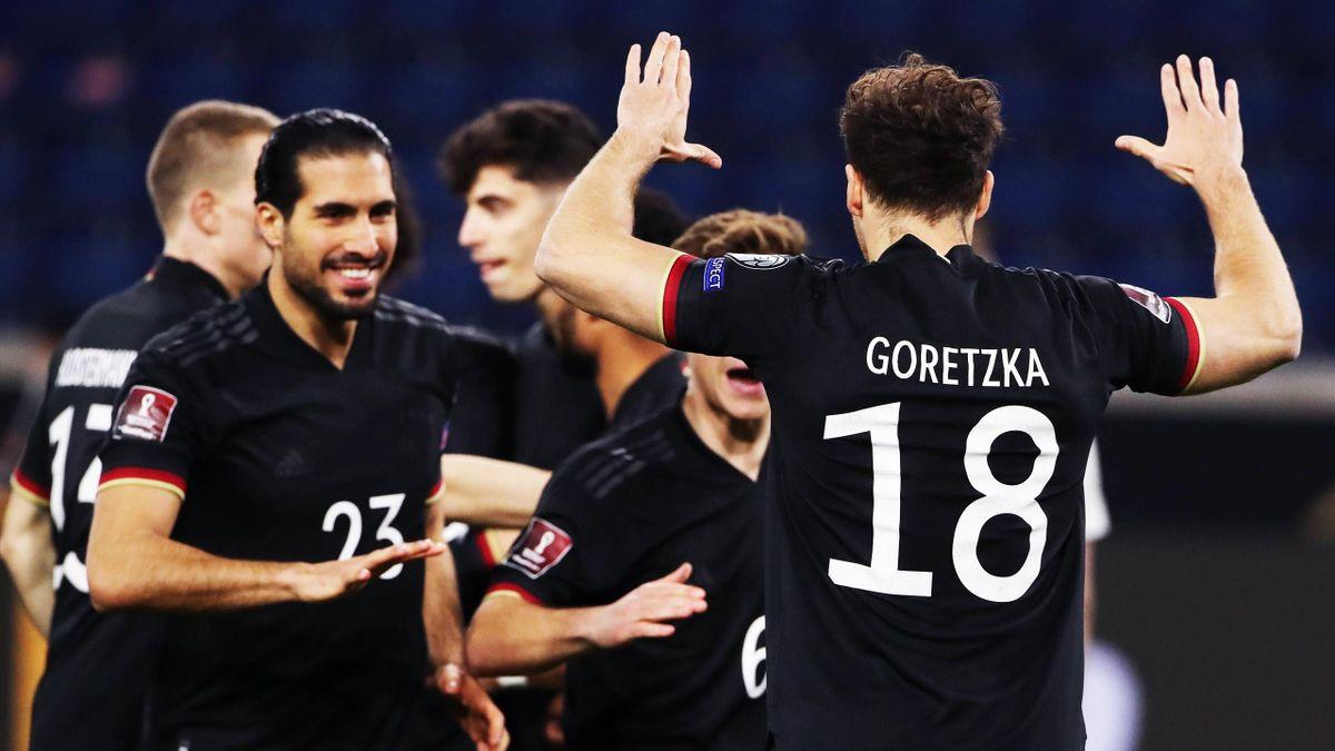 Leon Goretzka (re.) mit den Kollegen der DFB-Auswahl