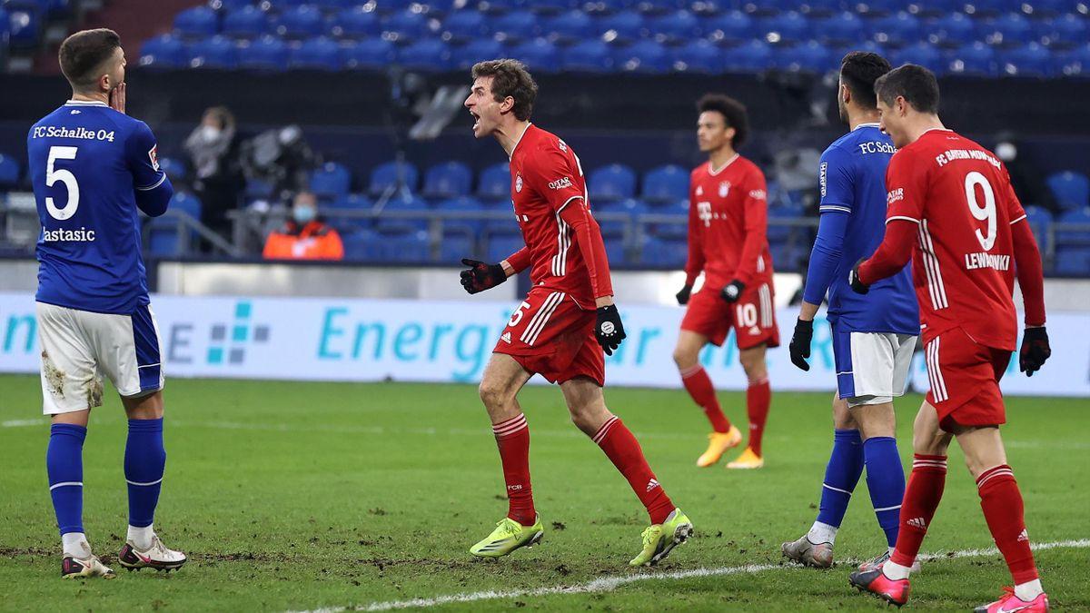 Thomas Müller bejubelt die Führung auf Schalke - FC Schalke 04 vs. FC Bayern München