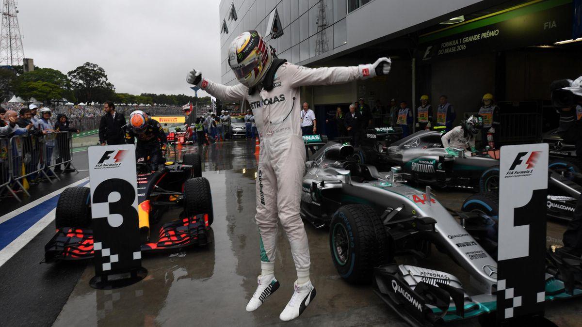 Hamilton celebra la victoria en el GP de Brasil