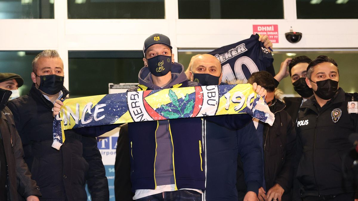 Ozil finally completes Fenerbahce switch