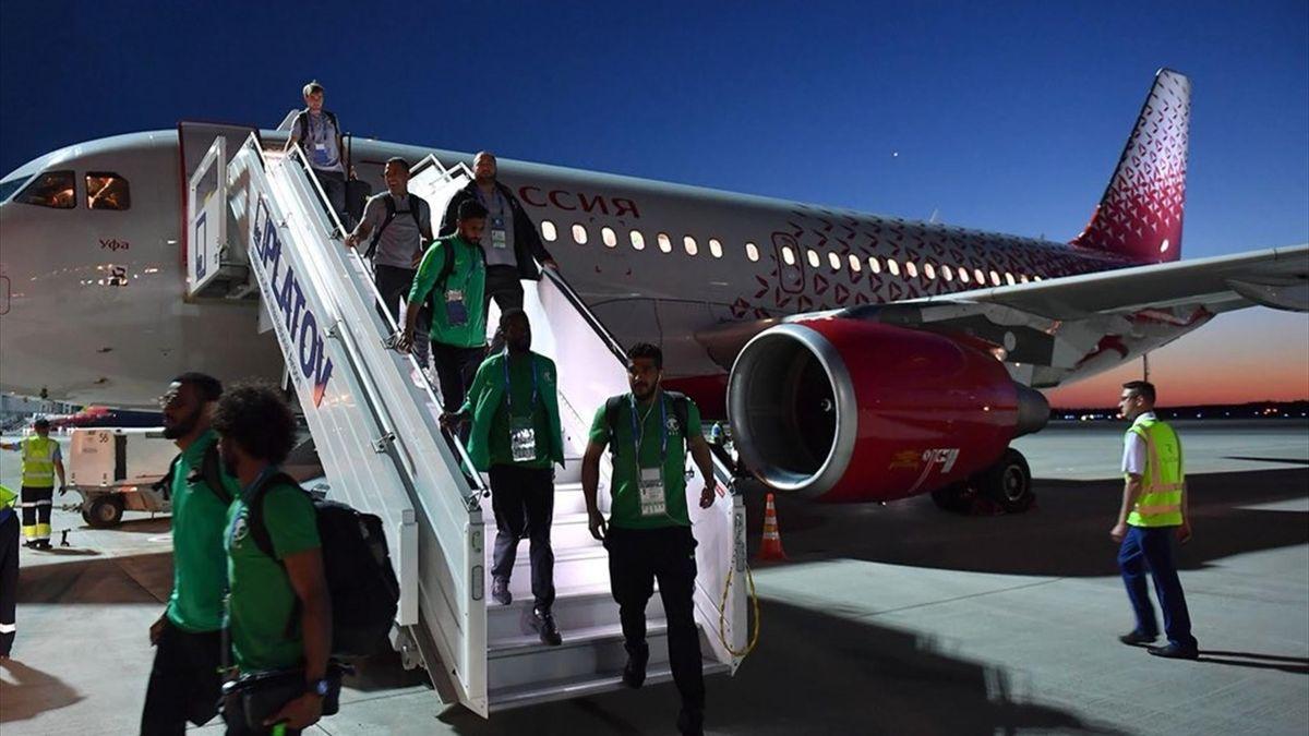 Футболисты сборной Саудовской Аравии прибивают в Ростов (twitter.com/riyadiyatv)