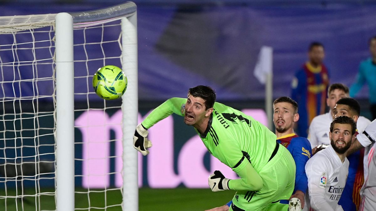 """Real Madrid's Belgian goalkeeper Thibaut Courtois eyes the ball during the """"El Clasico"""" Spanish League football match between Real Madrid CF and FC Barcelona at the Alfredo di Stefano stadium in Valdebebas, on the outskirts of Madrid on April 10, 202"""