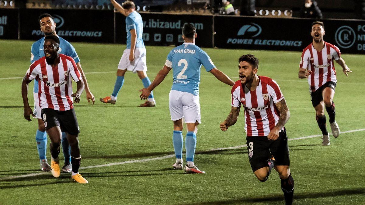 El Athletic celebra el gol de la victoria en Ibiza