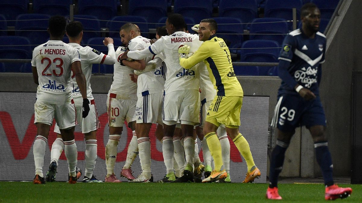 La joie des Lyonnais après le but de Dubois.