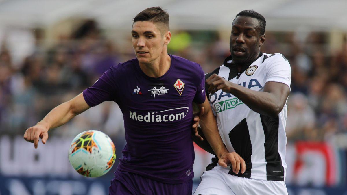 Fiorentina-Udinese, Serie A 2019-2020: Nikola Milenkovic (Fiorentina, maglia viola) contrastato da Stefano Okaka (Udinese, maglia bianconera) (LaPresse)