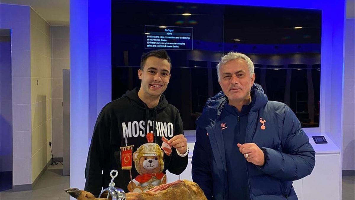 Jose Mourinho și Sergio Reguilon
