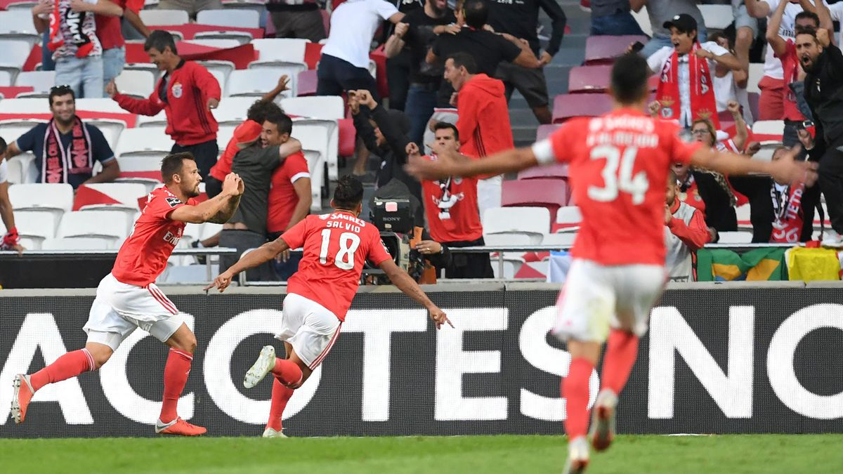 Benfica's Swiss forward Haris Seferovic (L) celebrates after scoring a goal during the Portuguese league football match between SL Benfica and FC Porto at the Luz stadium in Lisbon on October 7, 2018