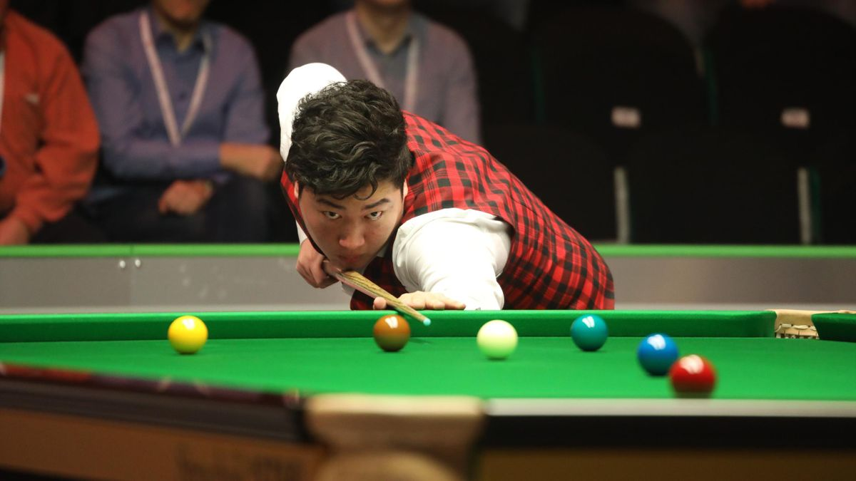 Yan Bingtao is in the mood in Belfast.