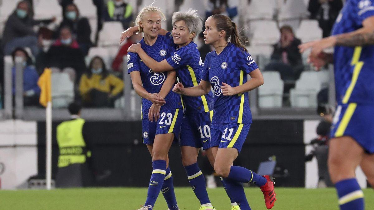 Chelsea celebrate Pernille Harder's goal vs Juventus, October 13, 2021